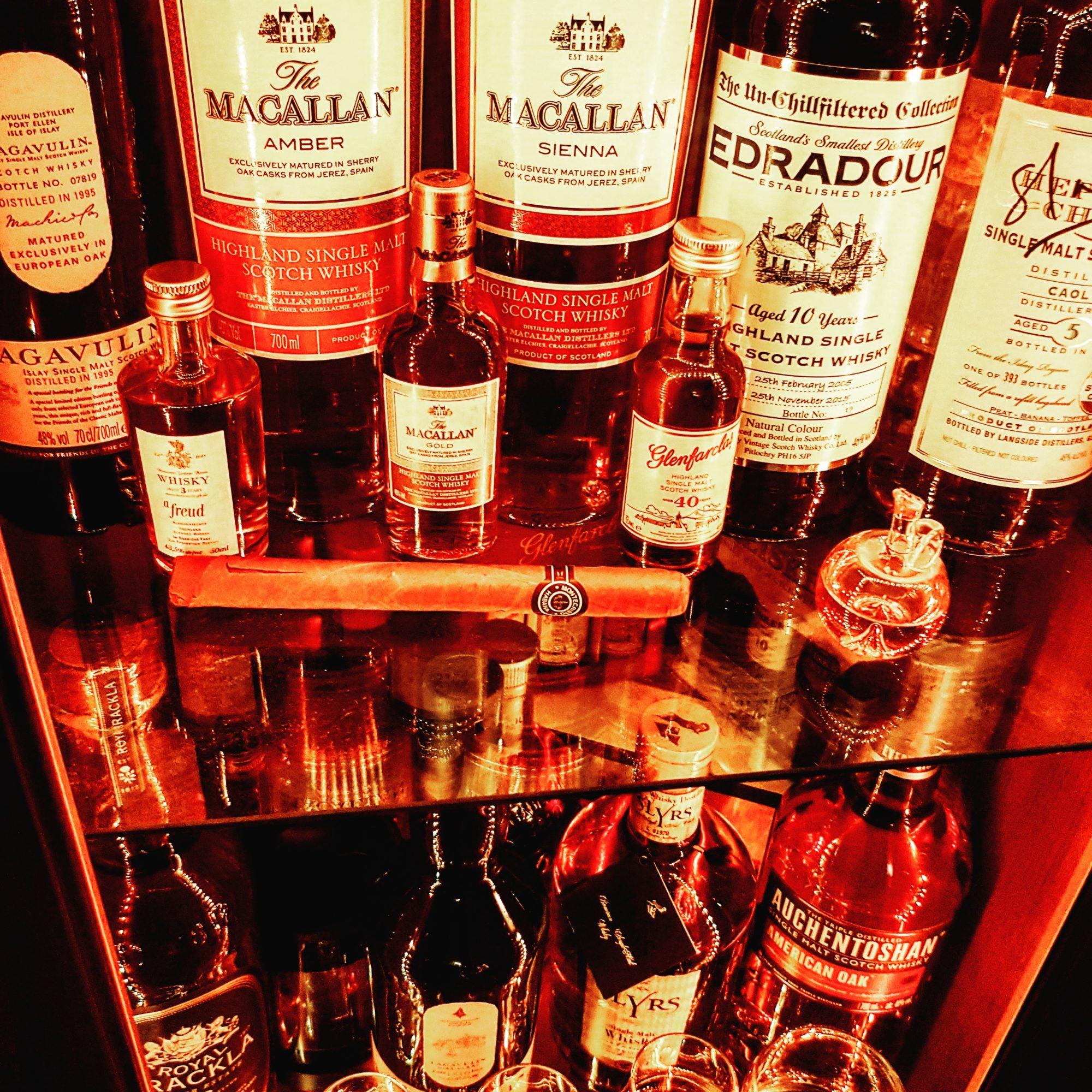 Ein kleiner Blick in unsere Whisky Bar, Nov 2017