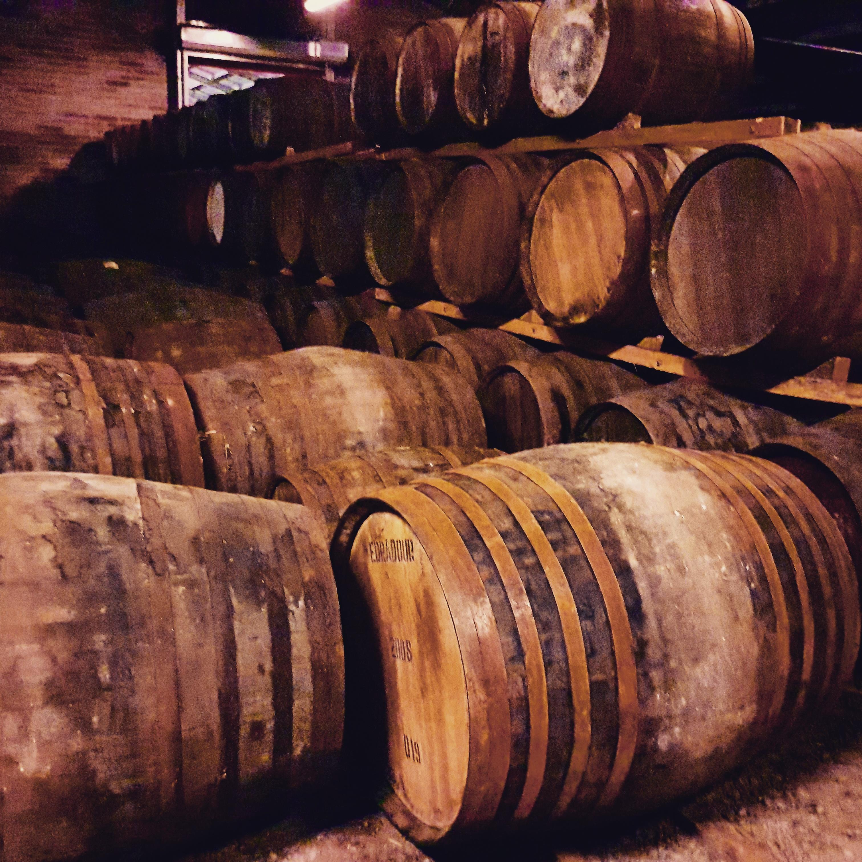 Whisky Fässer - Lagerhaus Foto