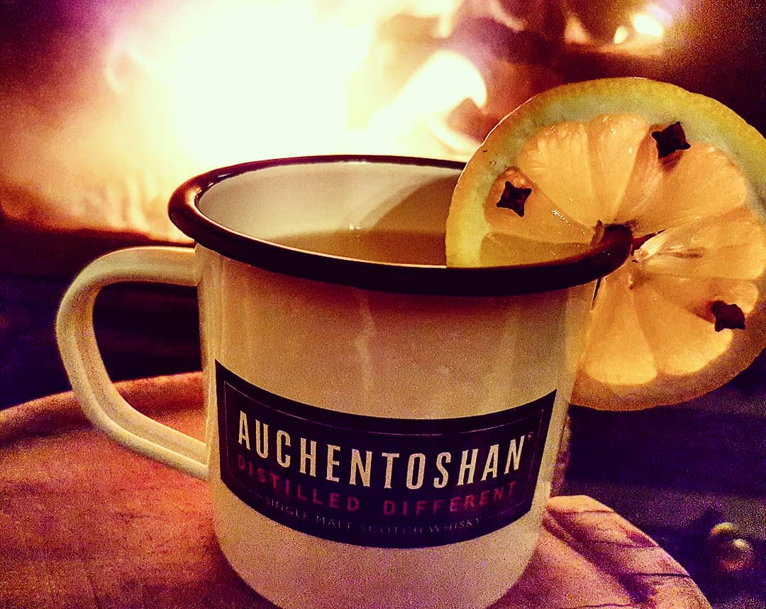 Hot Toddy vor dem Kamin